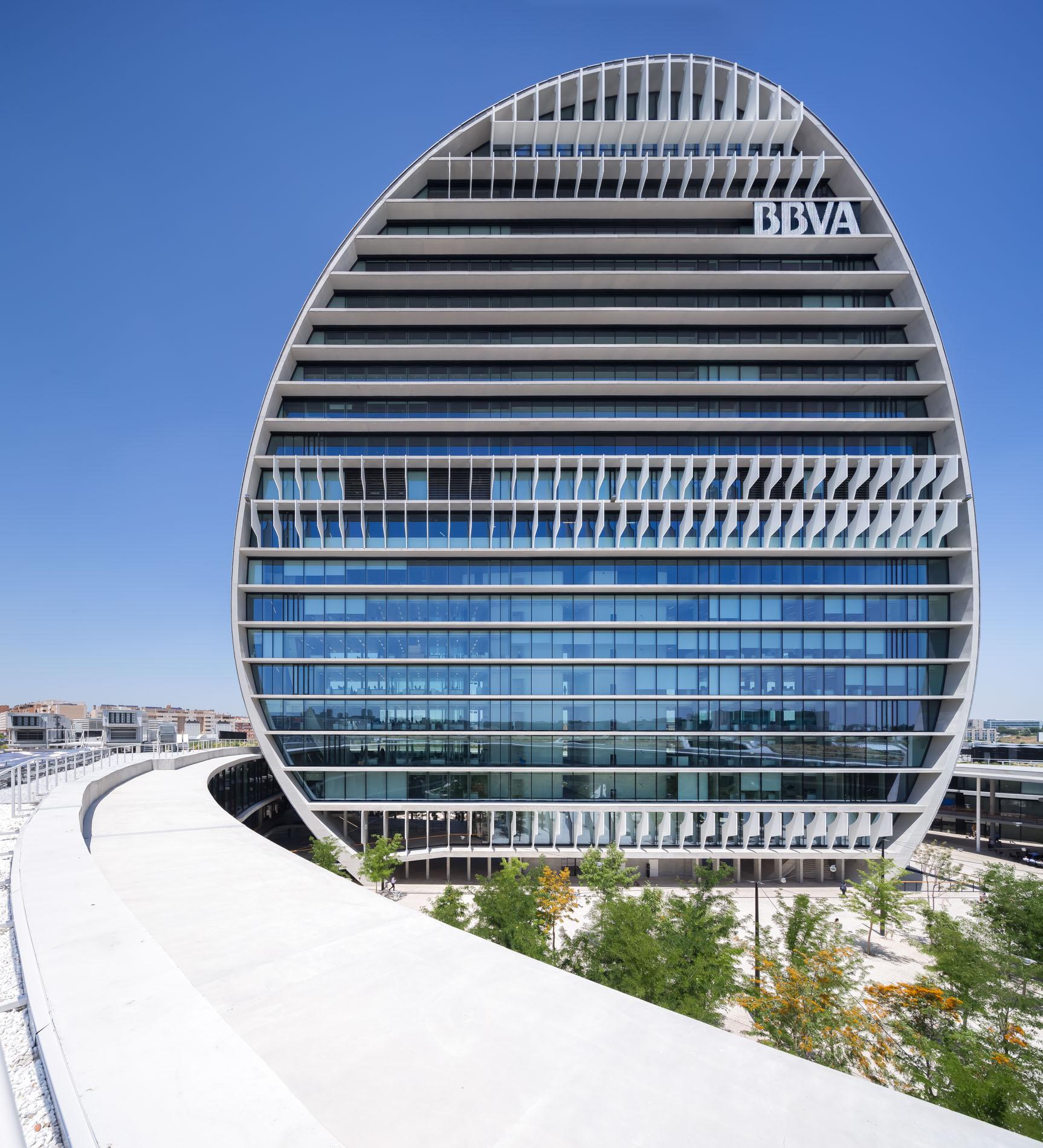 https://accionistaseinversores.bbva.com/wp-content/uploads/2017/05/BBVA-HEADQUARTERS-MADRID-040.jpg