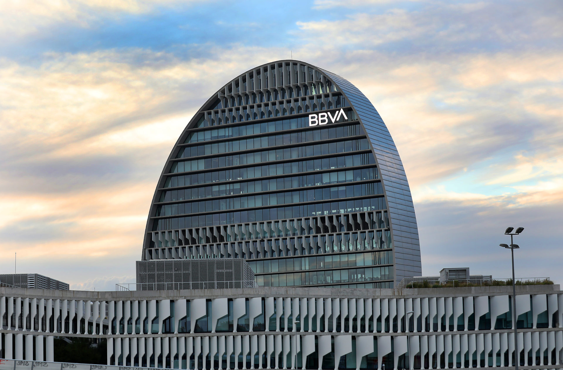 https://accionistaseinversores.bbva.com/wp-content/uploads/2019/11/ciudad-vela-nuevo-logo-bbva-1920x1263.jpg