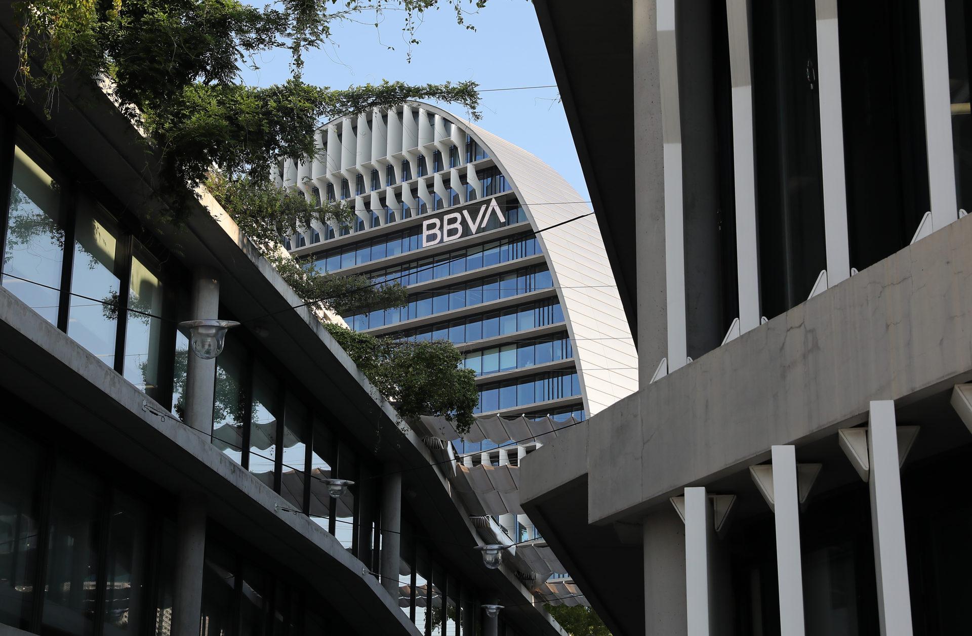 https://accionistaseinversores.bbva.com/wp-content/uploads/2020/01/ciudad-bbva-vela-logo-bbva-1920x1257.jpg